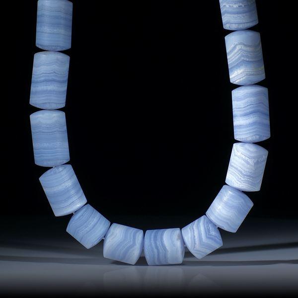 Chalcedon Collier, feinmatt, zylindrische Formen mit bombierten Stirnseiten, Durchmesser 16-17mm, Länge ca.46cm
