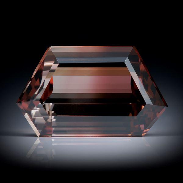 Turmalin 7.97ct. facettiert, mit Farbverlauf ca.16.5x10x6.5mm