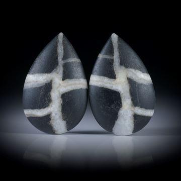 Kieselstein Paar, Tropfenform je ca.30x19x5mm, Oberseite bombiert und feinmatt