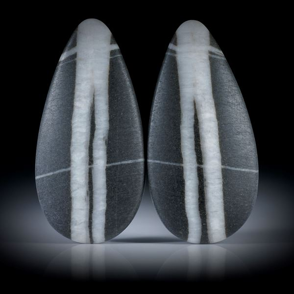 Kieselstein Paar, Tropfenform je ca.44x22x8mm, beidseitig bombiert und feinmatt