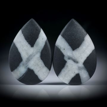 Kieselstein Paar, Tropfenform je ca.30x19x7mm, beidseitig bombiert und feinmatt