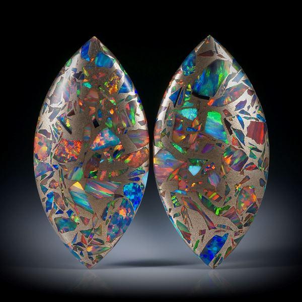 Opal synthetisch in Bronzematrix, Navette Paar, beidseitig bombiert und poliert, je ca.35x17.5x6.5mm