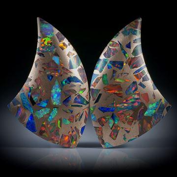 Opal synthetisch in Bronzematrix, Paar, einseitig bombiert und poliert, je ca.34x20x4.5mm