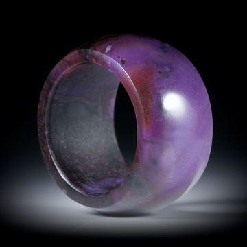 Edelsteinring aus Sugilith, paralleler Bandring, leicht gewölbt und poliert, Breite 14.5mm, Innendurchmesser 19.5mm