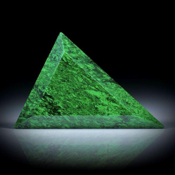Maw sit sit, (Chloromelanit), 53.92ct. Dreieckform facettiert, ca.45x35x6mm