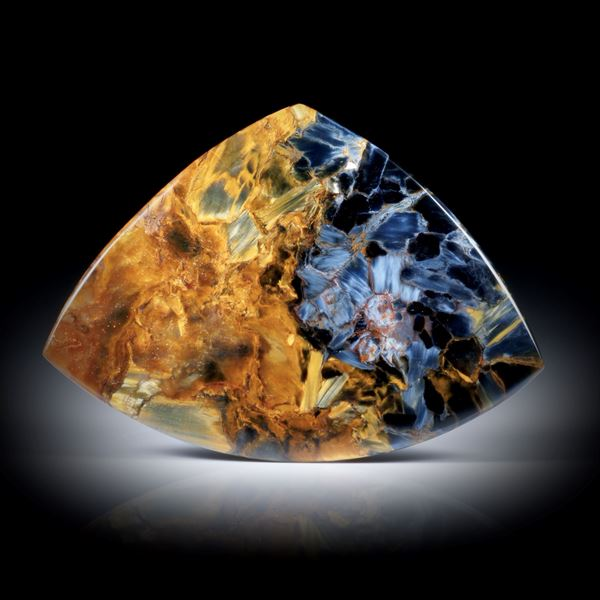 Pietersit 31.08ct. gebogene Dreieckform poliert ca.47x34x3mm
