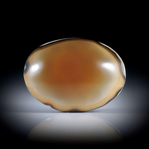 Karneol 103.9ct. ovaler Cabochon mit naturbelassenem Boden, ca.42x31x14mm
