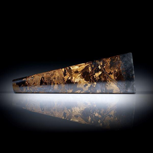 Bronzit 60.91ct. trapezförmig geschliffener Stab poliert, Halbrundprofil ca.63x22x6mm