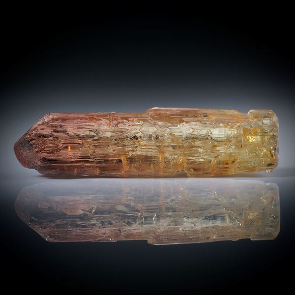 Turmalinkristall bicolor 22.43ct. mit angeschliffener Standfläche, ca.37x9x7mm