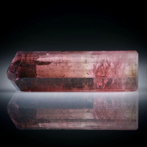 Turmalinkristall bicolor 35.75ct. mit angeschliffener Standfläche, ca.37.5x11.5x8mm