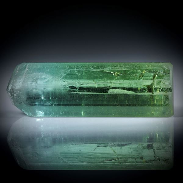 Turmalinkristall bicolor 29.59ct. mit angeschliffener Standfläche, ca.37.5x10.5x8mm