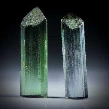 Turmalinkristall Paar, bicolor, total 21.27ct. mit angeschliffenen Standflächen, ca.26x8x5mm und ca.25x7x6mm