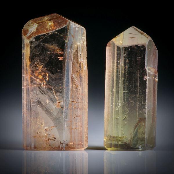 Turmalinkristall Paar, bicolor, total 12.68ct. mit angeschliffenen Standflächen, ca.18x8.5x4mm und ca.16x7x5mm