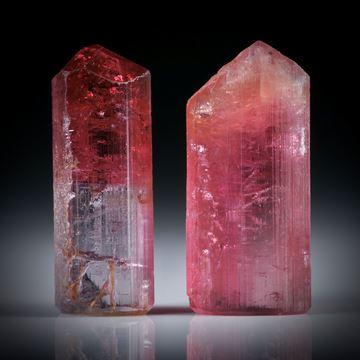 Turmalinkristall Paar, bicolor, total 18.01ct. mit angeschliffenen Standflächen, ca.19x7x6mm und ca.19x8.5x6.5mm