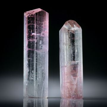 Turmalinkristall Paar, bicolor, total 30.73ct. mit angeschliffenen Standflächen, ca.31.5x8.5x5mm und ca.27.5x8x7.5mm