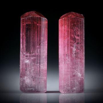 Turmalinkristall Paar, bicolor, total 15.72ct. mit angeschliffenen Standflächen, ca.20x7x6mm und ca.19.5x6.5x5.5mm