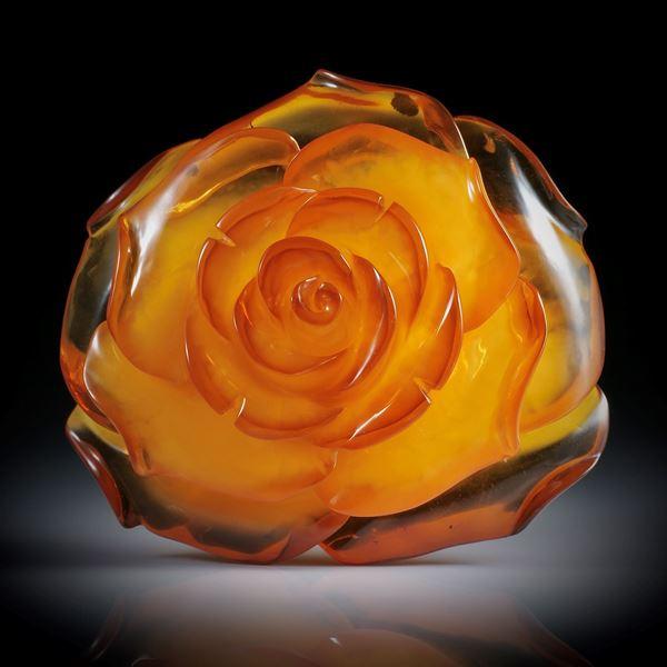 Bernstein 134ct. gravierte Rose, ca.57x52x24.5mm