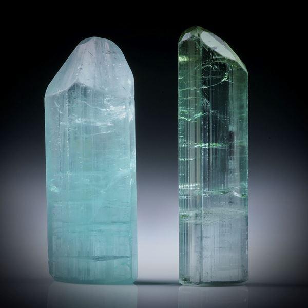 Turmalinkristall Paar blaugrün, total 29.87ct. mit angeschliffenen Standflächen, je ca.27x10x7mm und ca.28.5x8x5mm