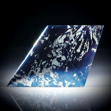 Covellin Drachenform, ca.58x36x5mm, Oberfläche leicht bombiert und poliert