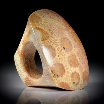 grosser Steinring aus fossiler Koralle (achatisiert), Tafelfläche ca.47x40mm, Innendurchmesser 19.5mm