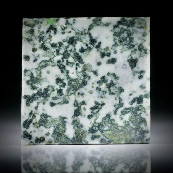 Smaragdit, Allalingabbro, Viereck in Torsion geschliffen und beidseitig poliert, ca.44x44x4mm