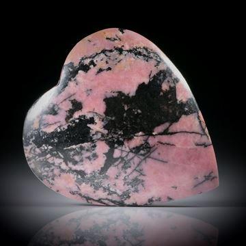 Rhodonit Herz mit Manganoxyd, Oberfläche leicht gespannt und poliert, ca.34x30x6.5mm