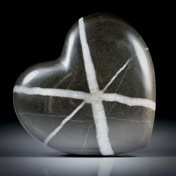 grosses Kieselstein Herz, beidseitig geschliffen und poliert, mit 6-strahligem Stern, ca.53x49x17mm
