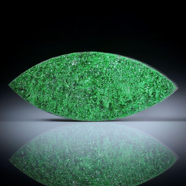 Uwarowit Navette, kristalline Oberfläche, ca.38x16x6mm