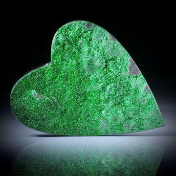 Uwarowit Herzform mit kristalliner Oberfläche, ca.55x44x9mm