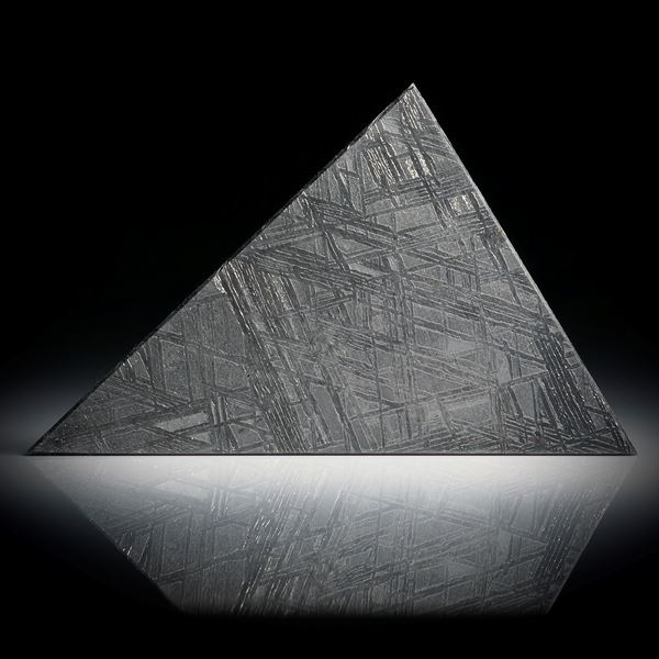 Eisenmeteorit mit geätzter Oberfläche, Dreieckform ca.50x31x2.5mm
