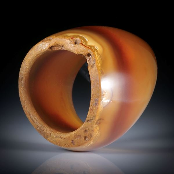 Karneol Fingerring, teilweise naturbelassen, im Verlauf geschliffen, Breite unten 13.5mm, Innendurchmesser 18.1mm