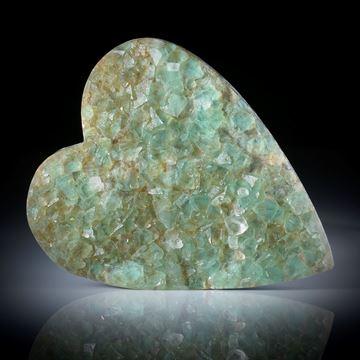 Fluoritkristalle auf Muttergestein aufgewachsen, Herzform ca.62x51x10mm