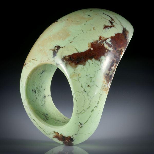 Zitronenchrysopras Fingerring, gebogene Form, Breite unten 11mm, Innendurchmesser 19mm