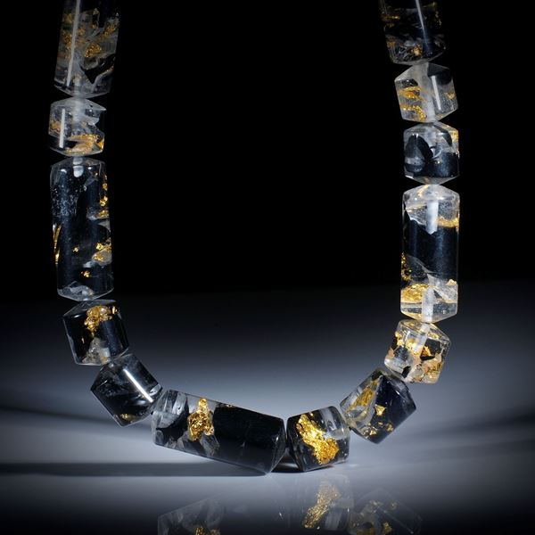 Goldglas Collier, Zylinderform poliert, Durchmesser 13.5mm, Länge 43cm, aufgezogen ohne Verschluss