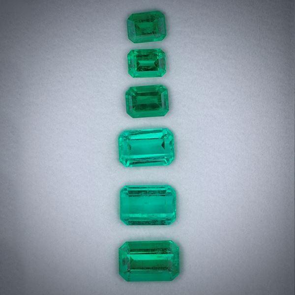 Smaragd 2.76ct.  Lot aus 6 Steinen im Smaragdschliff, Längen von ca. 4 bis 7mm