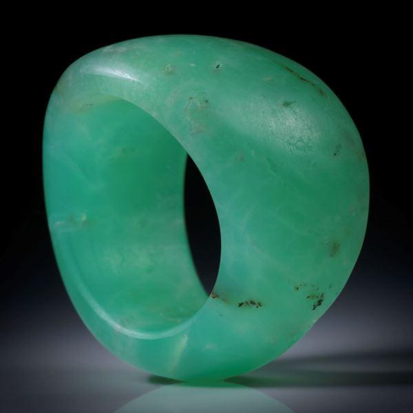 Chrysopras Fingerring, geschwungene Form, matt, Breite von 11 bis 18mm, Innendurchmesser 19mm