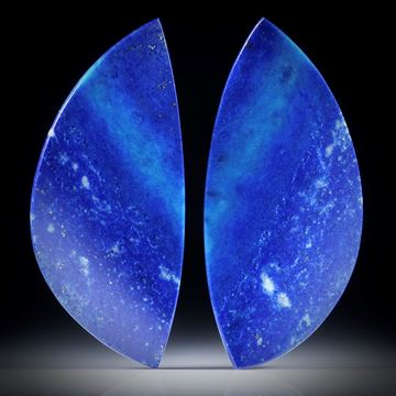 Lapislazuli Paar 37.81ct.  Blatt-Formen in Torsion geschliffen und beidseitig poliert, je ca.43x19x3mm