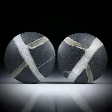 Kiesel Paar mit Kreuz, runde Cabochon, einseitig bombiert und feinmatt, je ca.29x29x7mm