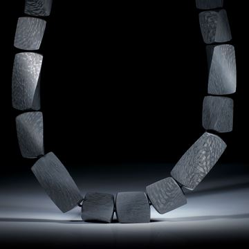 Karboncollier, Dreieckprofil in Torsion geschliffen, feinmatt, Länge ca.45cm