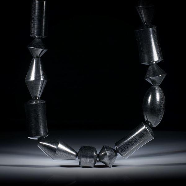 Karbon Collier aus polierten Fantasieformen, Länge ca.48cm, Durchmesser 15-17mm